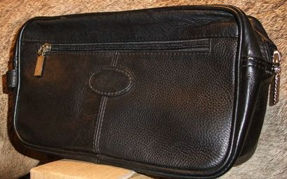 uploads/1641/2/leather toiletry bag 1.jpg